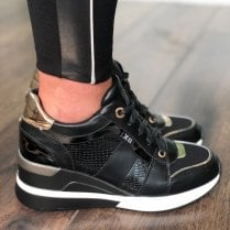 Xti 44656 Black/Gold Metallic Wedge Trainer
