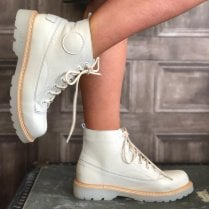 Una Healy Delight Natural Off White Boots